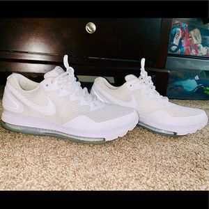 Gently used pair of Nike W Zoom All Out Low 2